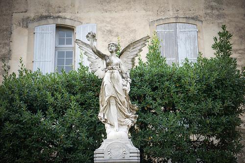 Monument au mort de Lourmarin, France par Ann McLeod Images