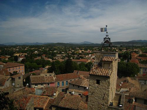 Clocher et toits de Malaucène  by lady_hei77