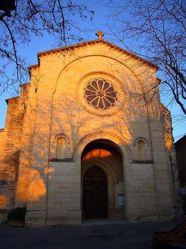 Facade de l'église romaine de Mazan by fgenoher