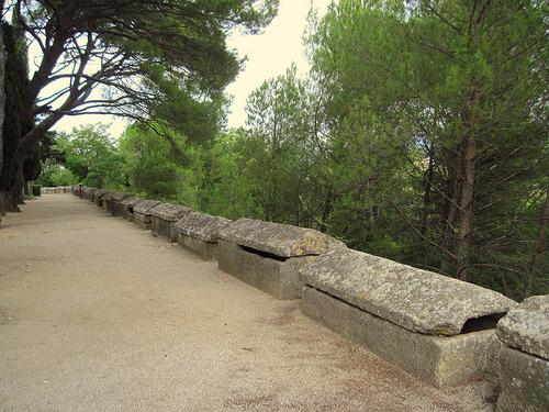 Gallo-Roman alyscamps in Mazan by Sokleine