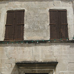 Ménerbes sundial - Ultima Forsan par Andrew Findlater - Ménerbes 84560 Vaucluse Provence France