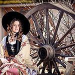 Claire en arlésienne par asso.mean - Mirabeau 84120 Vaucluse Provence France