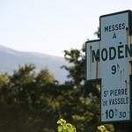 Modène : Ponctualité divine au pied du Ventoux par zadoujulouced - Modène 84330 Vaucluse Provence France