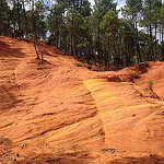 La terre rouge vers Ville sur auzon par  - Mormoiron 84570 Vaucluse Provence France