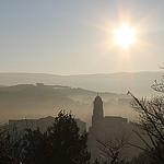 Le village de Mormoiron au réveil en hiver par gab113 - Mormoiron 84570 Vaucluse Provence France