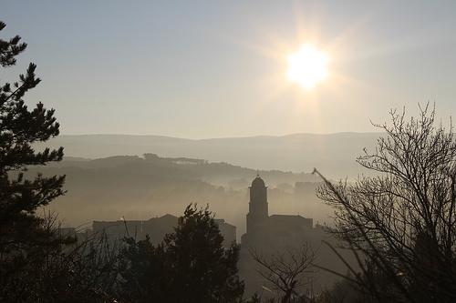 Le village de Mormoiron au réveil en hiver par gab113