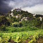 Oppède perché au milieu des vignes par Patrick Bombaert - Oppède 84580 Vaucluse Provence France