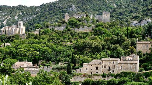 Village dans la nature : Oppède-le-vieux by franc/34