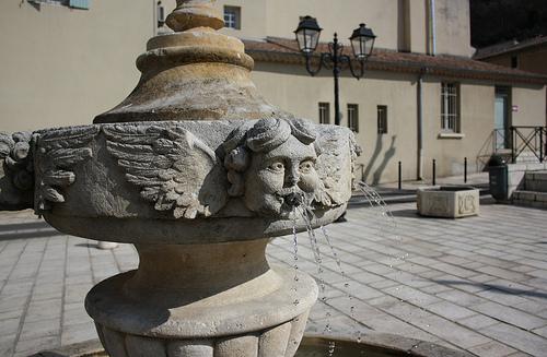 Fontaine d'anges à Orange by Cilions