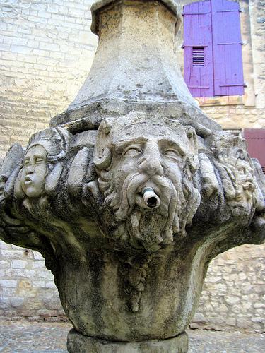 Fontaine du Gigot in Pernes les Fontaines par Sokleine