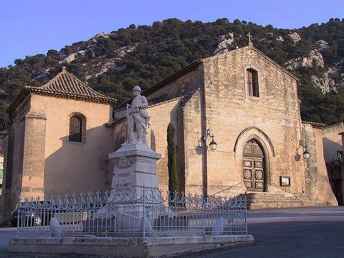 Robion church and WW1 memorial par Rossvog