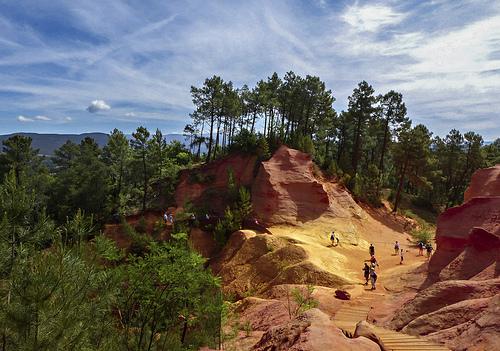 Le Sentier des Ocres : le chemin des couleurs à Roussillon by mary maa