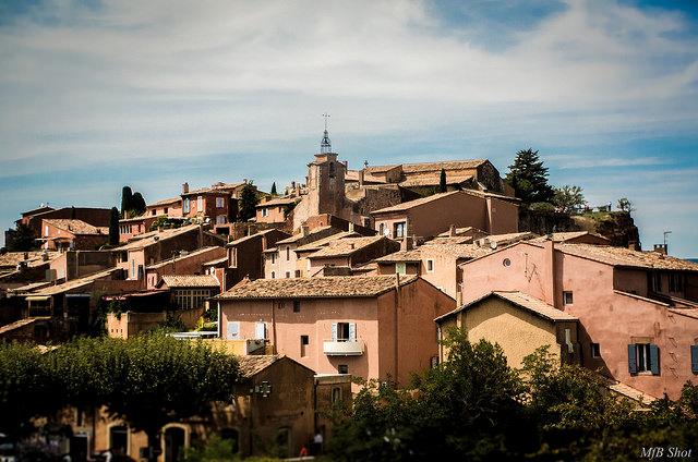 Roussillon et ses toits (Vaucluse - Roussillon) par MfB shot