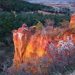 La terre chaude... Quand le soleil se couche sur les ocres... par jean.avenas - Roussillon 84220 Vaucluse Provence France