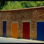 Batiment coloré à Rousillon by Patchok34 - Roussillon 84220 Vaucluse Provence France