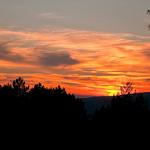 Provence : Sunset over the Luberon Mountains par C.R. Courson - Roussillon 84220 Vaucluse Provence France