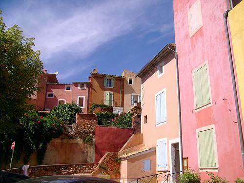 Vive la couleur à Roussillon dans le Luberon par Klovovi