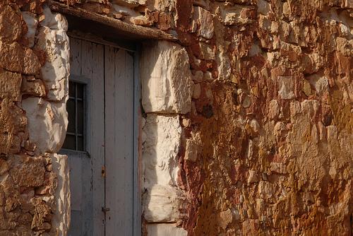 Porte à Roussillon par Michel Seguret
