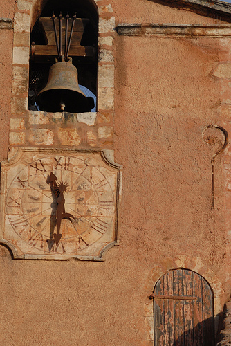 Horloge et cloche à Roussillon by Michel Seguret