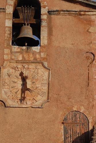 Horloge et cloche à Roussillon par Michel Seguret
