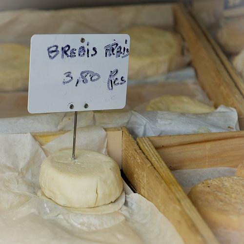 Roussillon Market : fromage de brebis  par Ann McLeod Images