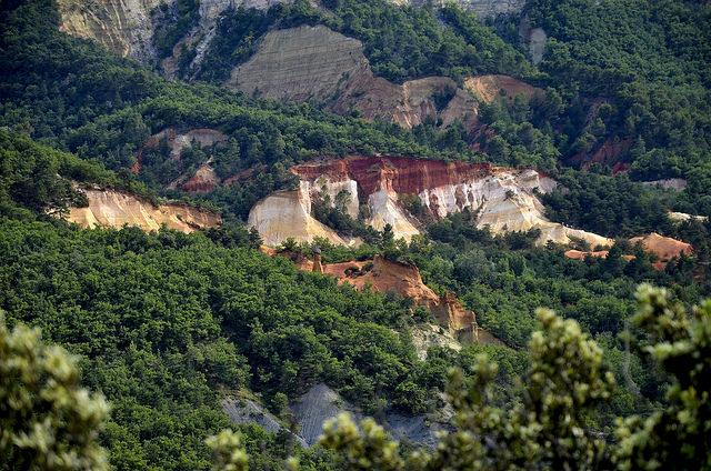 Le colorado provençal en rouge et vert (Vaucluse - Rustrel) by christian.man12