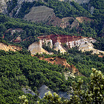 Le colorado provençal en rouge et vert by christian.man12 - Rustrel 84400 Vaucluse Provence France