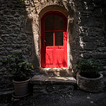 La porte rouge à Saignon par Mario Graziano - Saignon 84400 Vaucluse Provence France
