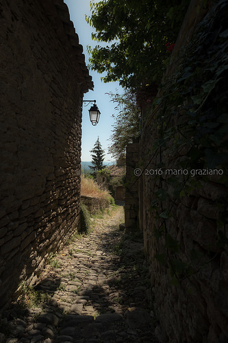Sentier à Saignon by Mario Graziano