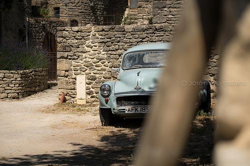 Vieille voiture à Saignon by Mario Graziano