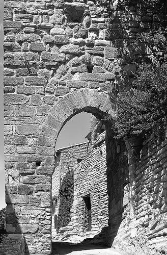 Saignon - le village tout en pierre by pizzichiniclaudio
