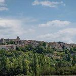 Village de Sault accroché sur son éperon rocheux par pascal548 - Sault 84390 Vaucluse Provence France