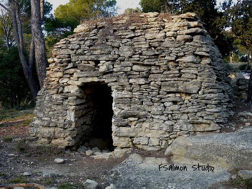 Une borie à Saumane de Vaucluse - Cabane en pierre by johnslides//199