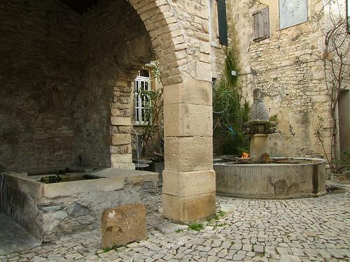 Fontaine de Séguret - Vaucluse by Vaxjo