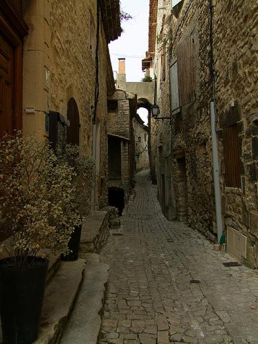 Ruelle en pierre à Séguret - Vaucluse par Vaxjo