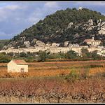 Le Village de Séguret et sa butte par Photo-Provence-Passion - Séguret 84110 Vaucluse Provence France
