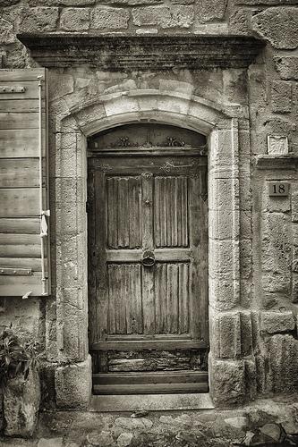 Porte ancienne à Vaison La Romaine par pierre.arnoldi