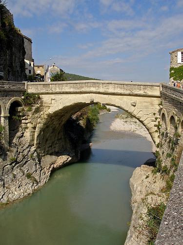 Vaison la romaine en motocyclette onvasortir marseille - Geant drive salon de provence ...
