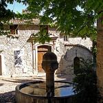 Vaison la Romaine - fontaine à l'ombre par cpqs - Vaison la Romaine 84110 Vaucluse Provence France