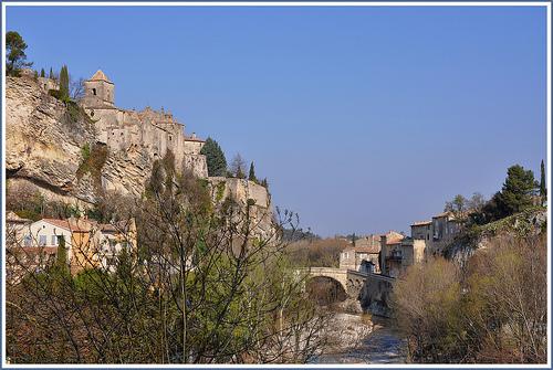Haute ville et pont romain à Vaison-la-Romaine by Charlottess
