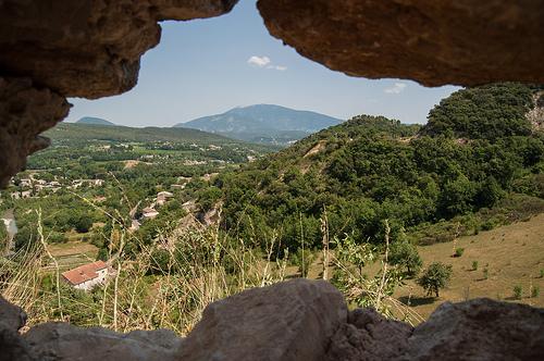 Vaison-la-Romaine : vue vers le ventoux by Joël Galeran