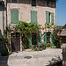 Vieille batisse avec sa vigne vierge par Joël Galeran - Vaison la Romaine 84110 Vaucluse Provence France