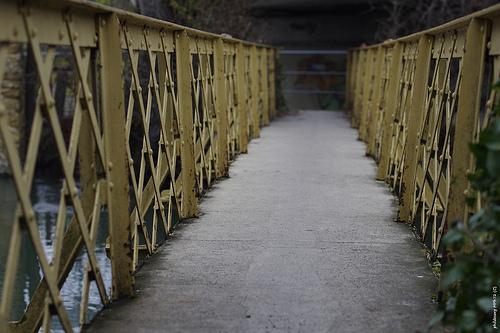 Vieux pont métalique pour piéton par phildesorg