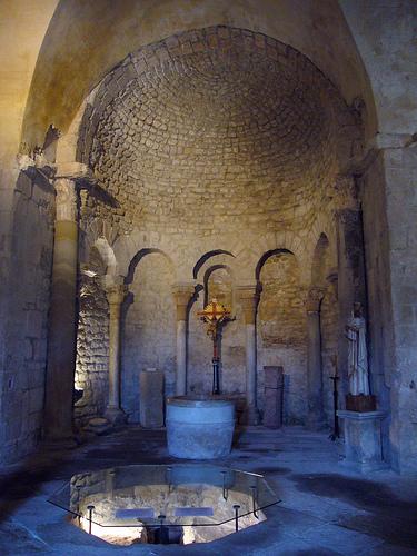 Le Baptistère de Venasque by fgenoher