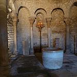 Baptistère de l'église de Vénasque par fgenoher - Venasque 84210 Vaucluse Provence France