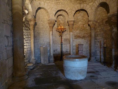 Baptistère de l'église de Vénasque by fgenoher