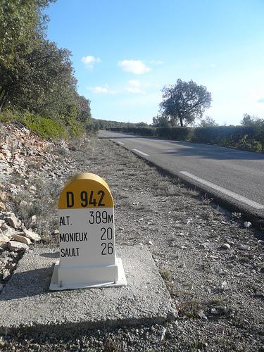 Route touristique - borne kilométrique D942 by gab113