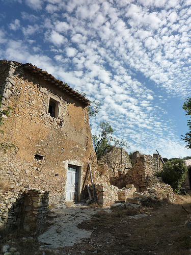 maison de pierre en ruine villes sur auzon vaucluse we love provence. Black Bedroom Furniture Sets. Home Design Ideas