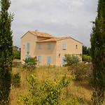 Maison aux volets bleus et aux cyprès par patrickd80 - Arles 13200 Bouches-du-Rhône Provence France