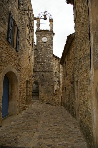 Lacoste : Stone street in Lacoste village par patrickd80